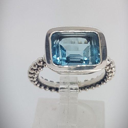 Ring with rectangular blue Topaz