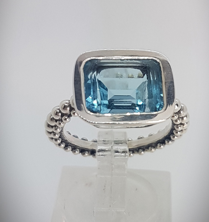 Ring with rectangular blue Topaz