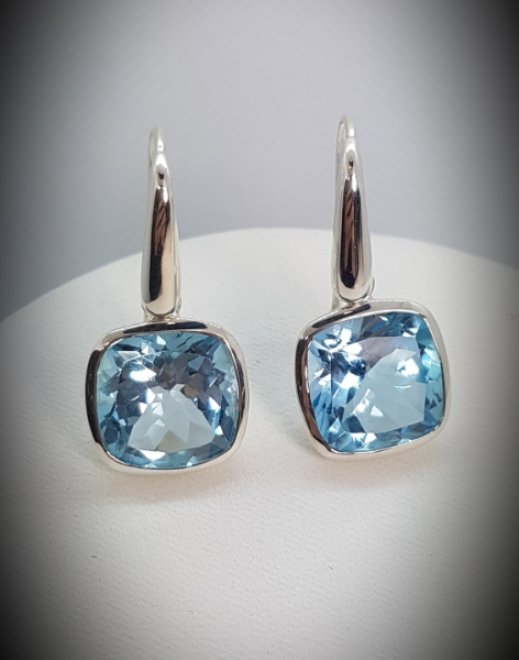 orecchini fatti a mano con topazio azzurro e argento 925