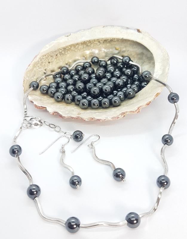collana fatta a mano in argento e ematite