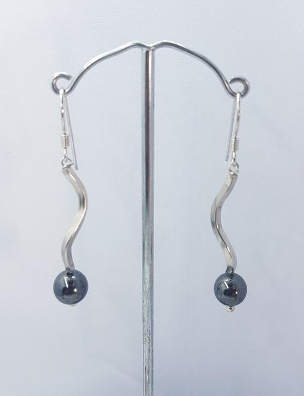 Orecchini fatti a mano con argento e ematite