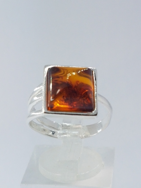Sienna ring with amber