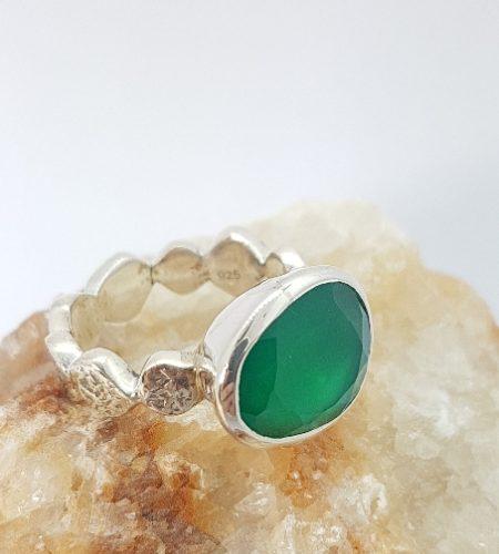 Anello con agata verde fatto a mano